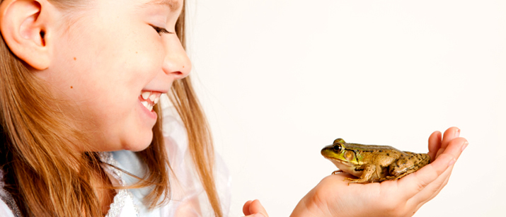 girl and her pet frog